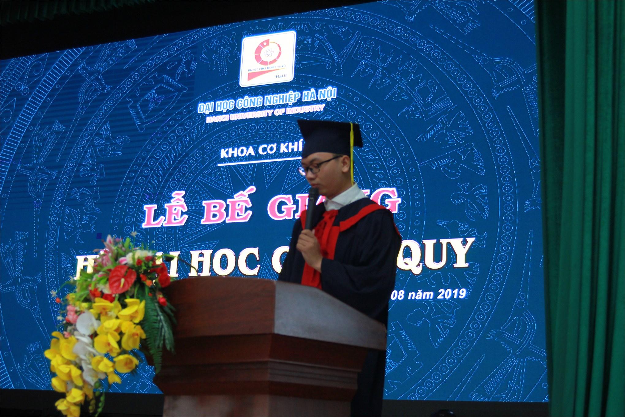 Những khoảnh khắc đáng nhớ trong Lễ bế giảng cho sinh viên đại học chính quy khóa 10