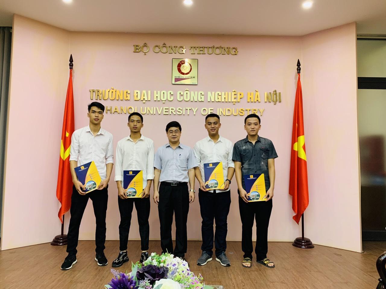 04 Tân kỹ sư khoa Cơ khí - Trường Đại học Công Nghiệp Hà Nội nhận quyết định đi sỹ quan dự bị năm 2020