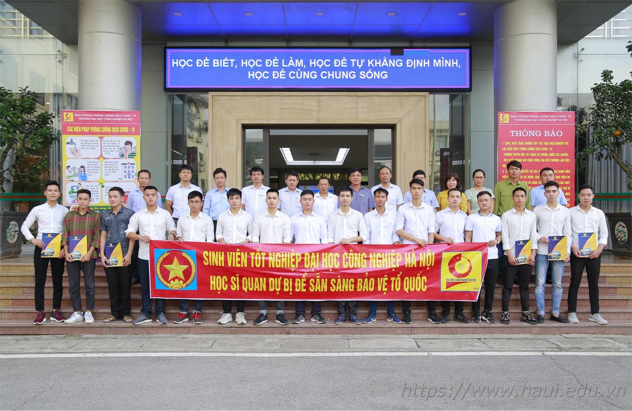 16 Tân kỹ sư Trường Đại học Công Nghiệp Hà Nội nhận quyết định đi sỹ quan dự bị năm 2020