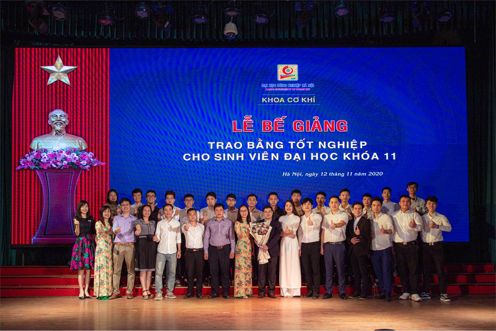Hơn 300 tân kỹ sư khoa Cơ khí K11 rạng rỡ trong Lễ bế giảng năm 2020