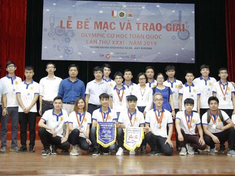 Sinh viên khoa Cơ khí - Trường Đại học Công Nghiệp Hà Nội vinh dự nhận 11 giải Olympic Cơ học toàn quốc lần thứ 31