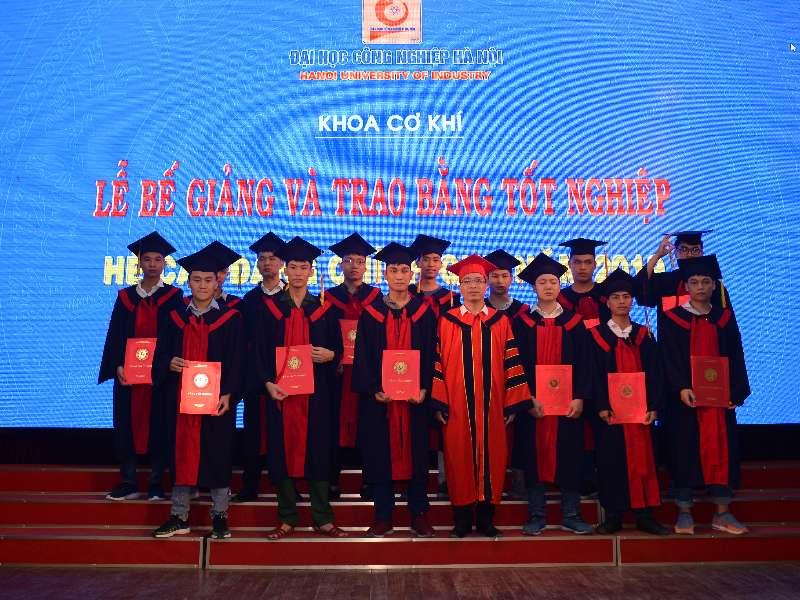 Lễ Bế giảng và trao bằng tốt nghiệp cho sinh viên Cao đẳng chính quy K18 - Khoa Cơ khí
