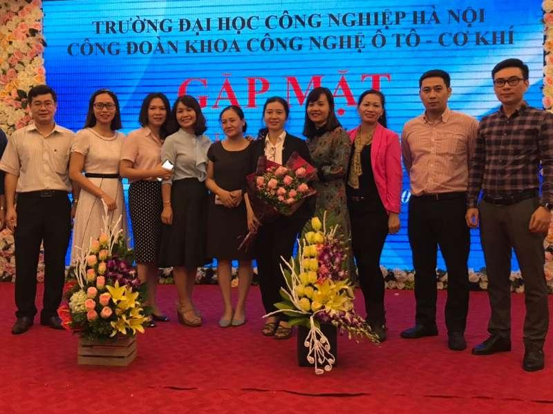 Công đoàn khoa Cơ khí - Ô tô tôn vinh phái đẹp nhân ngày phụ nữ Việt Nam