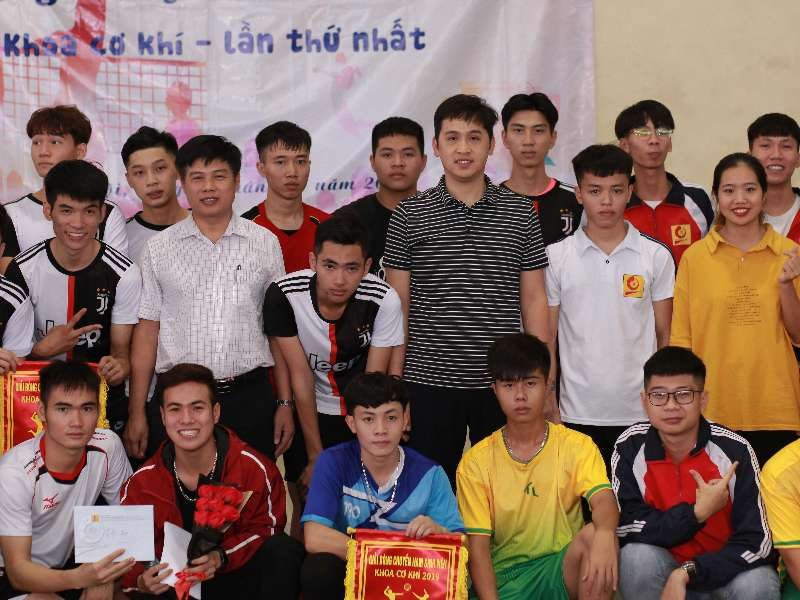 Đội 3 giành giải nhất Giải bóng chuyền sinh viên khoa Cơ khí năm 2019