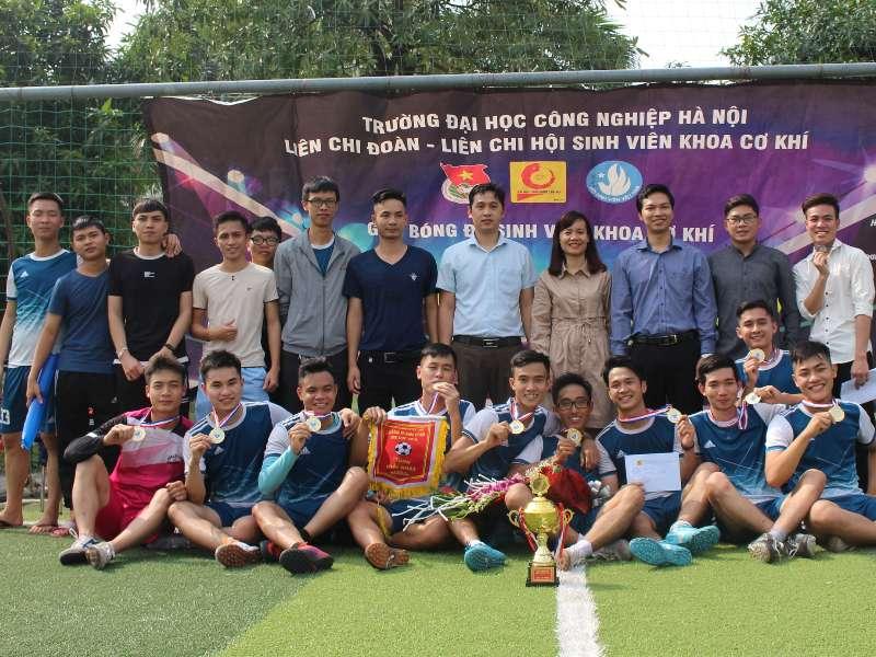 Chung kết bóng đá nam Khoa Cơ khí: phần thưởng xứng đáng cho nhà vô địch
