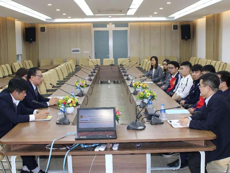 05 sinh viên khoa Cơ khí vinh dự nhận học bổng của Công ty Nhật Minh
