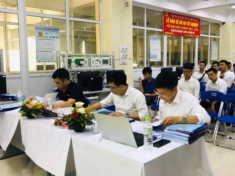Sinh viên khóa 11 khoa Cơ khí - HaUI rạng rỡ trong ngày bảo vệ đồ án tốt nghiệp năm 2020