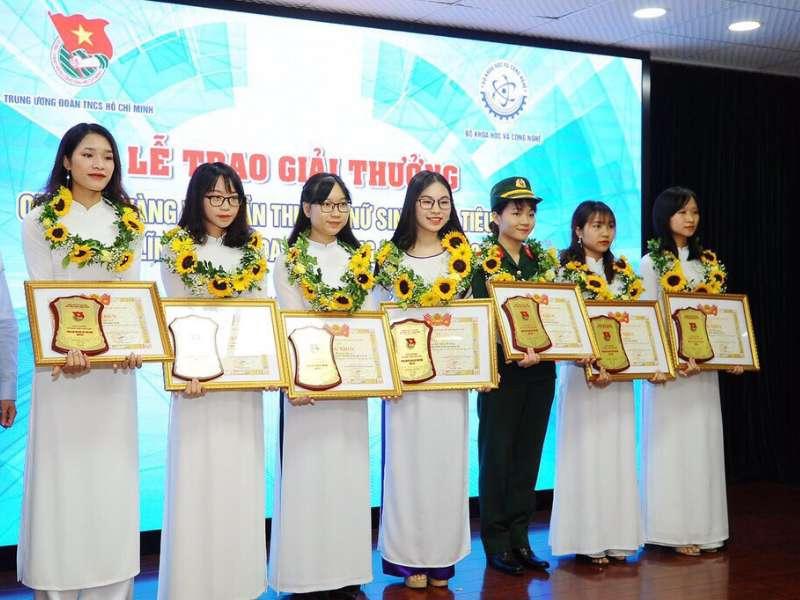 Nữ sinh Khoa Cơ khí - Trường Đại học Công Nghiệp Hà Nội vinh dự nhận giải nữ sinh tiêu biểu trong lĩnh vực KHCN năm 2019
