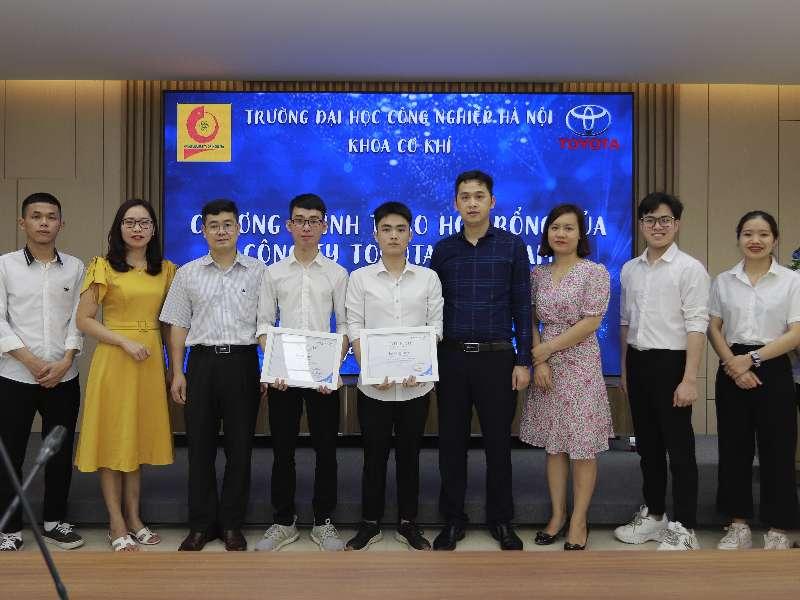 02 sinh viên khoa Cơ khí có thành tích xuất sắc nhận học bổng Toyota năm 2020
